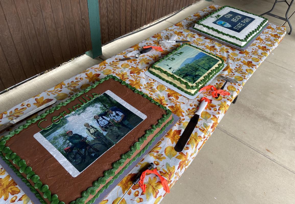 082121-c2c-dedication-cakes_2828