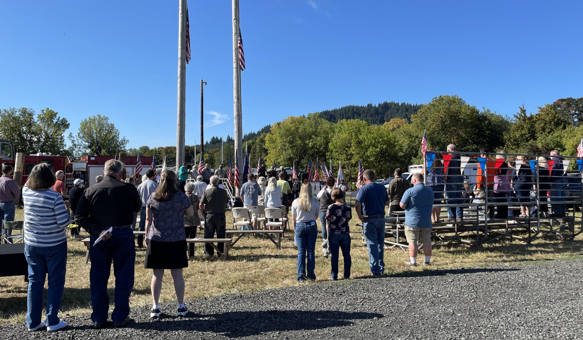091121-911-ceremony-flags-crowd_3211