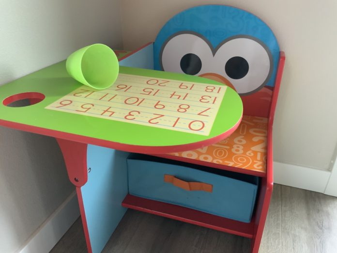Elmo desk