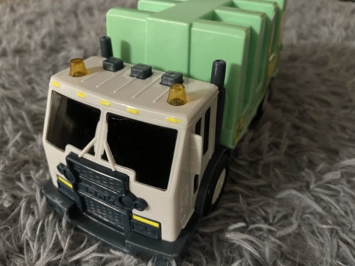 Toy recycling truck