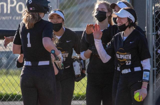 Team celebrates Saathoff homer