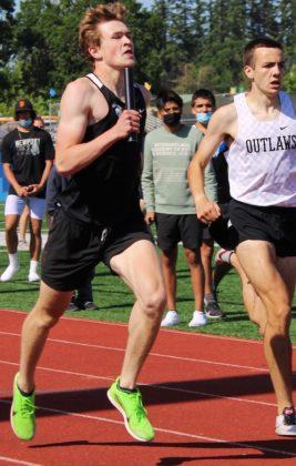 Levi Knutson in 4x400