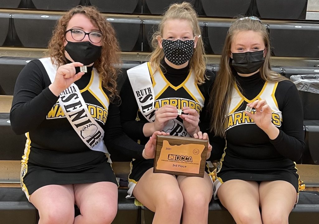 PHS cheerleaders with award
