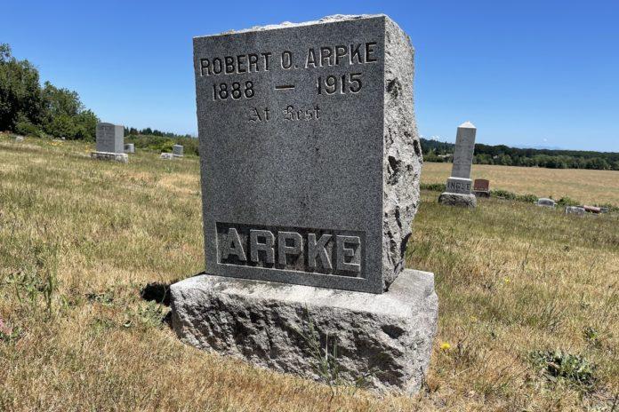 Grave marker for Robert O. Arpke