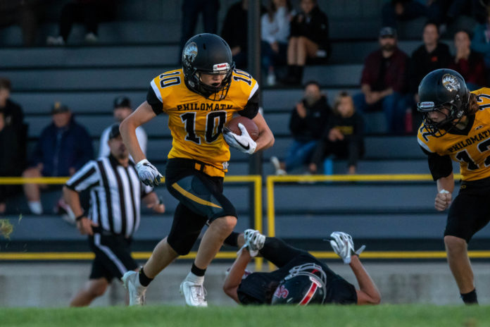 Warwick Bushnell picking up yards in football